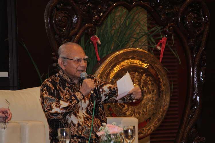 Anggota AIPI, Emil Salim, dalam tanya-jawab dengan audiens